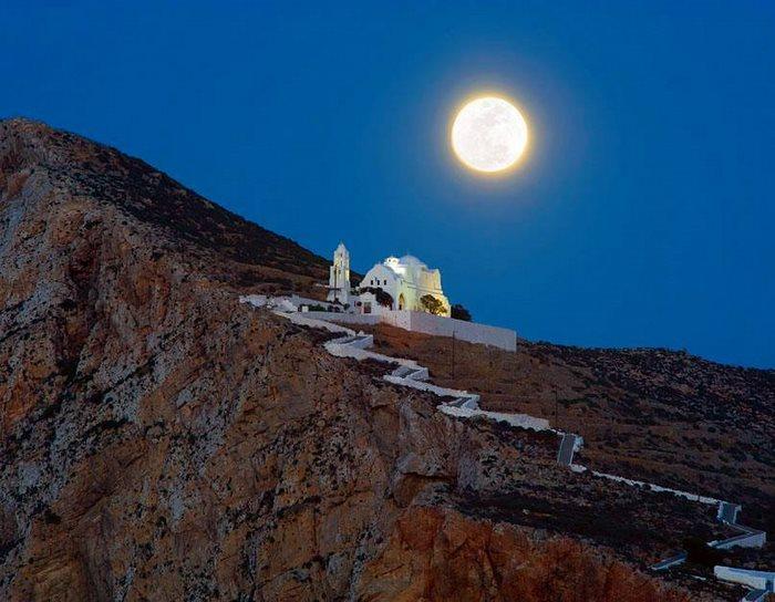 folegandros island chapel
